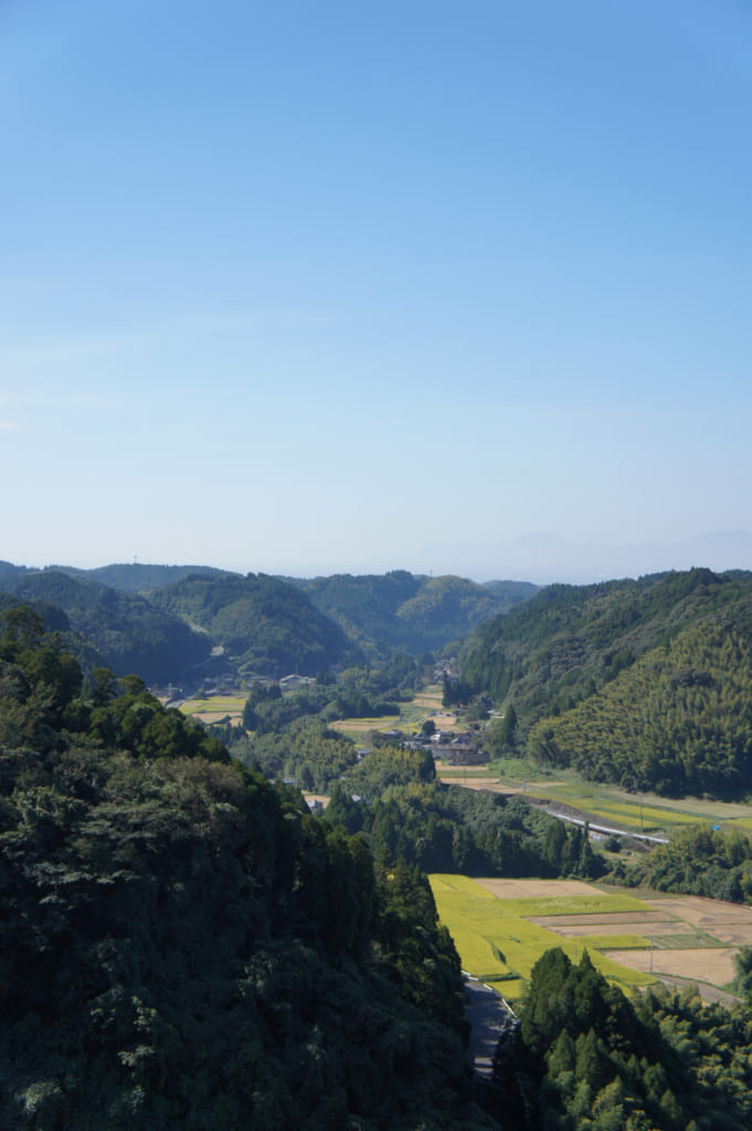 Vue sur la vallée depuis le barrage de Ryumon