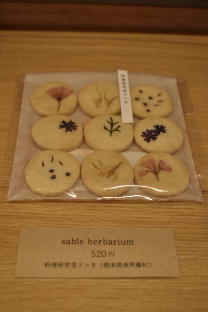Bisuits sablés décorés de fleurs du mont Aso