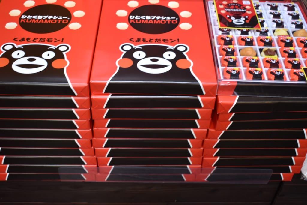 Boîtes de friandises à l'effigie de Kumamon, le mascotte de Kumamoto