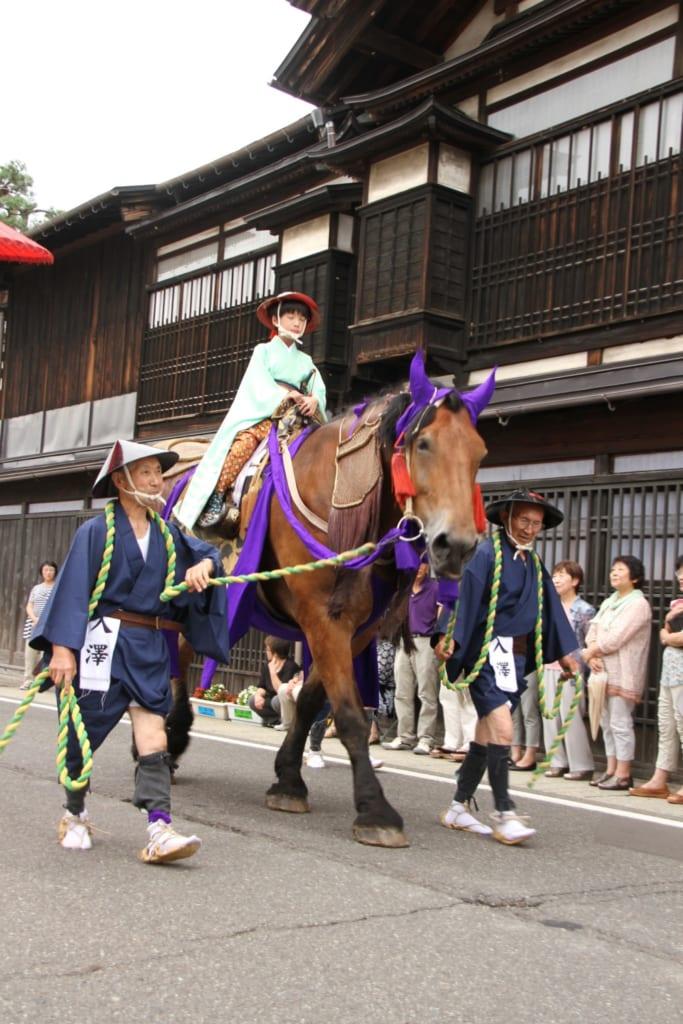Seigneur à cheval lors du Daimyo Gyoretsu