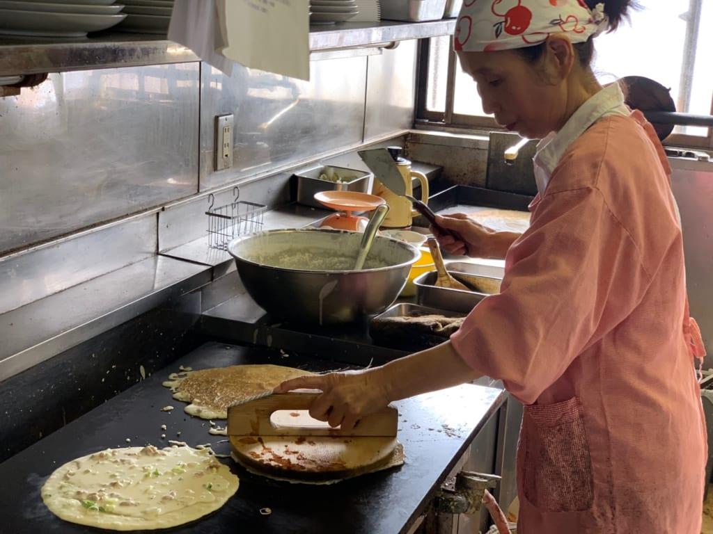 Cuisinières de Gyoda préparant des furai
