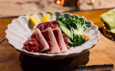 Basashi ou sashimi de cheval, une spécialité de Kumamoto