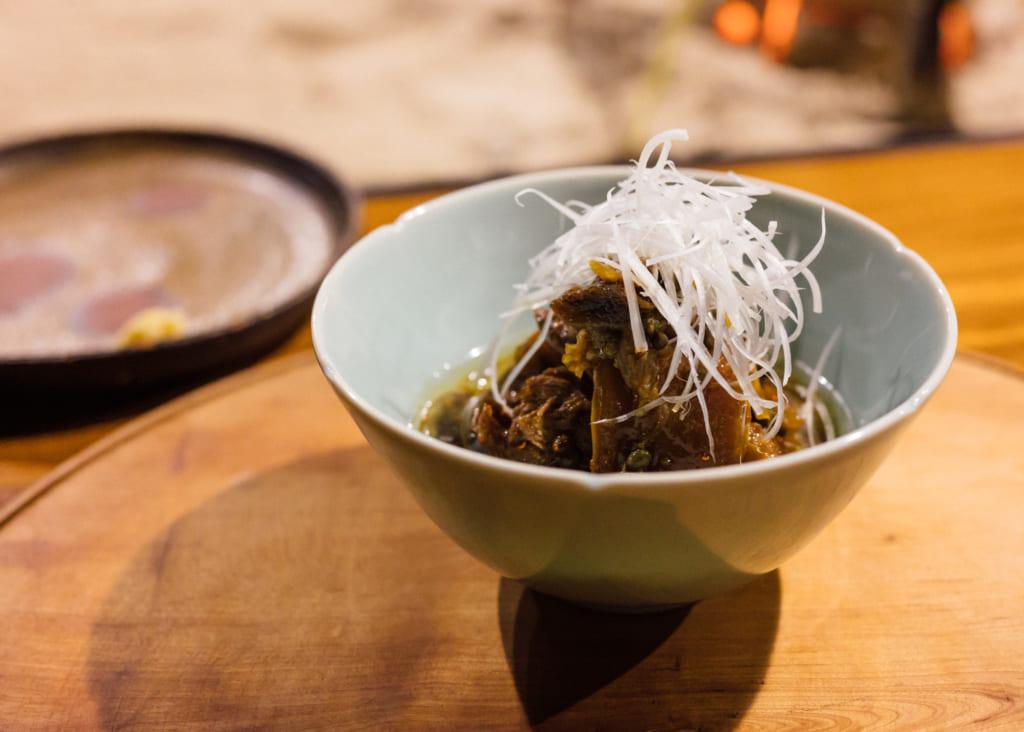 Plat de viande au Zenzo Ryokan à Waita Onsen Kumamoto