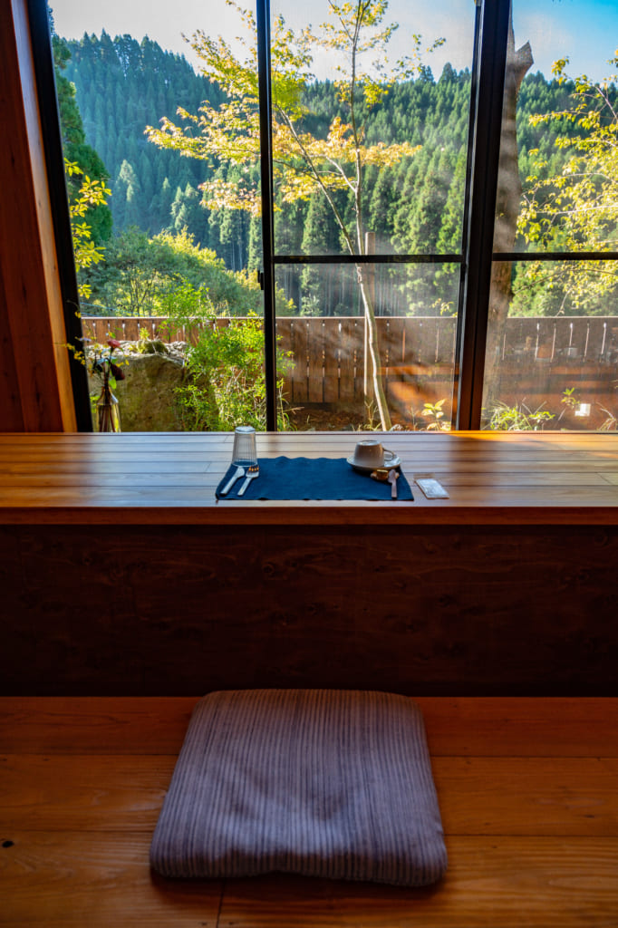 Table du petit déjeuner au Zenzo Ryokan à Waita Onsen Kumamoto