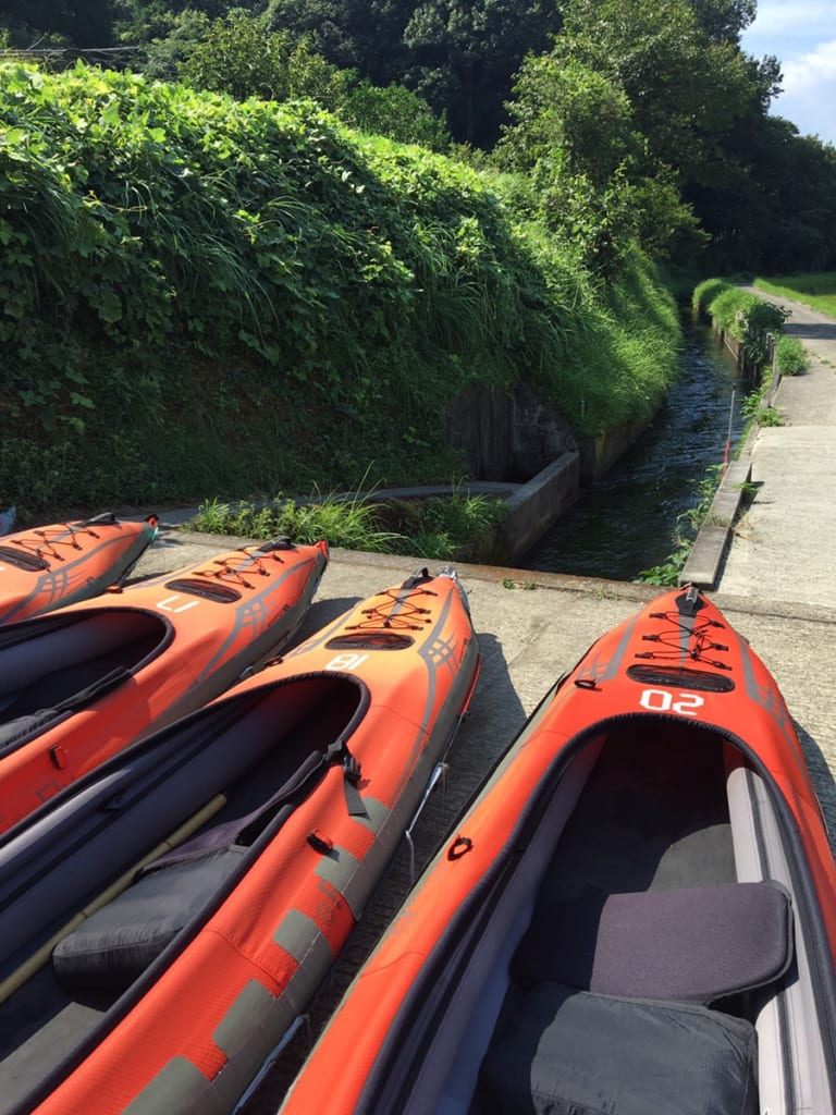 kayak qui naviguera bientôt dans les cannaux d'irrigation de kikuchi