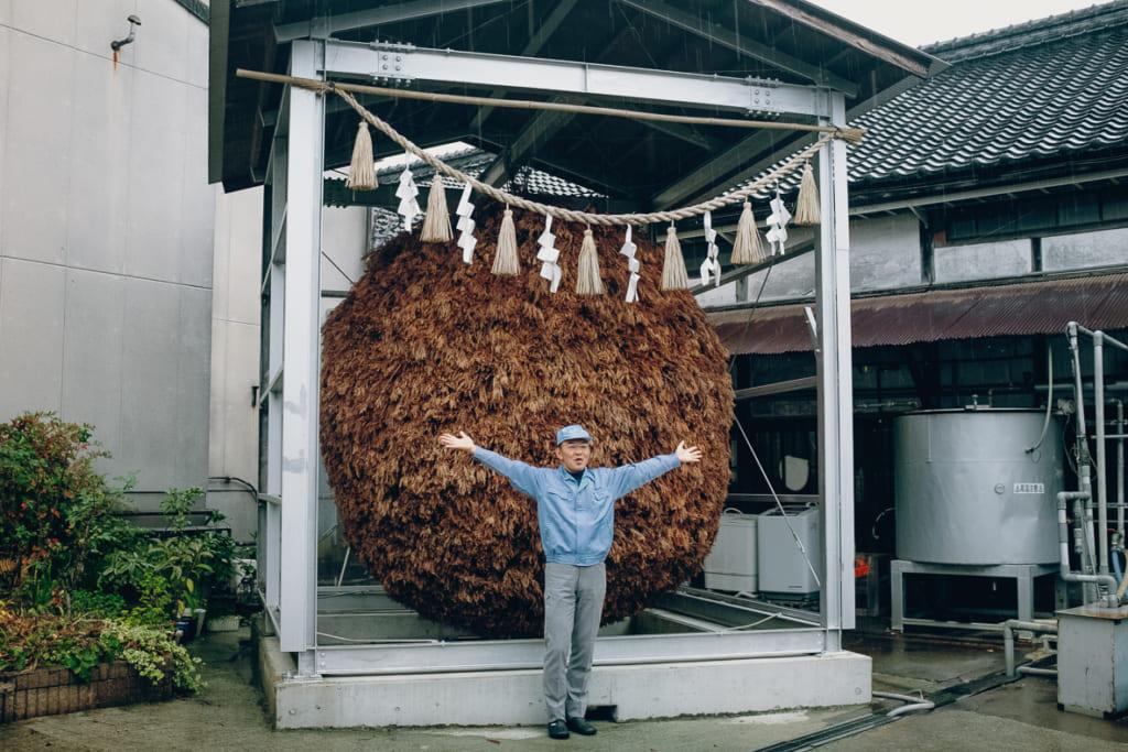 Le plus grand sugidama du Japon à la brasserie Kitaya, à Yame