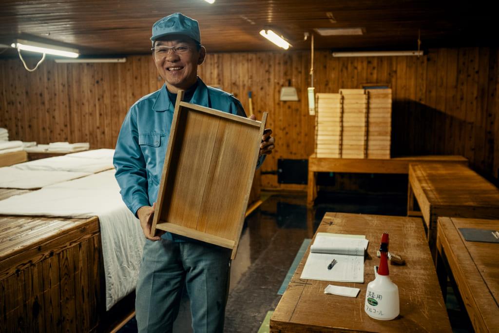 Kinoshita-san nous expliquant les méthodes de production traditionnelle de sa brasserie de saké