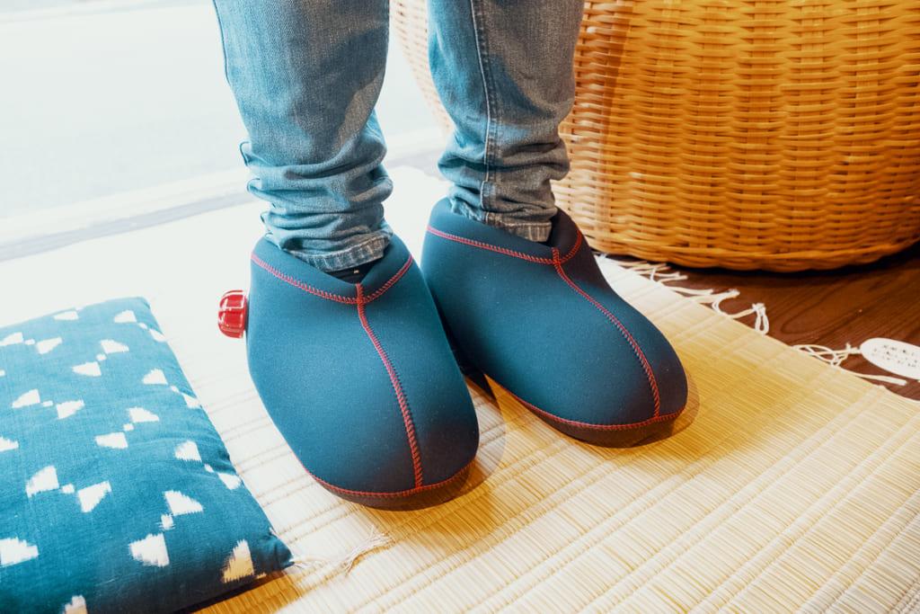 Chaussures-bouillotes fabriquées à partir de matériaux recyclés par les artisans de Yame