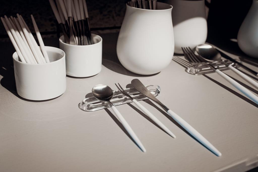 la vaisselle du restaurant arita huis exclusivement composée de céramique produite à saga