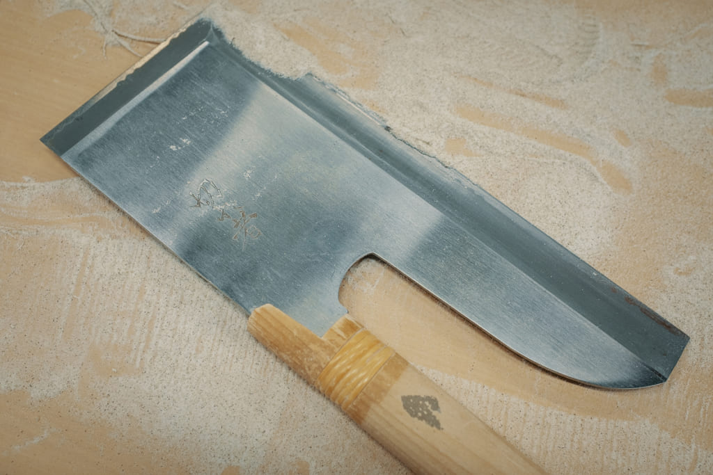 couteau utilisé pour couper les nouilles soba