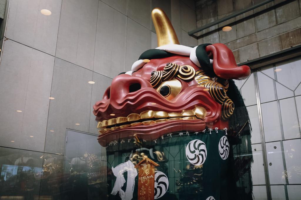 un des chars exposés au hall d'exposition d'hikiyama à karatsu