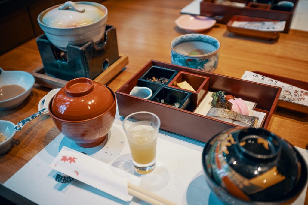petit déjeuner traditionnel du ryokan warakuen