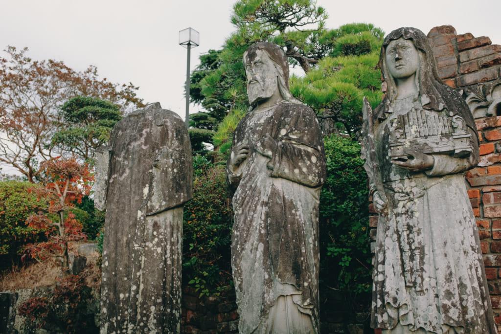 Statues datant de la construction d'origine de l'église de l'immaculée conception à Nagasaki