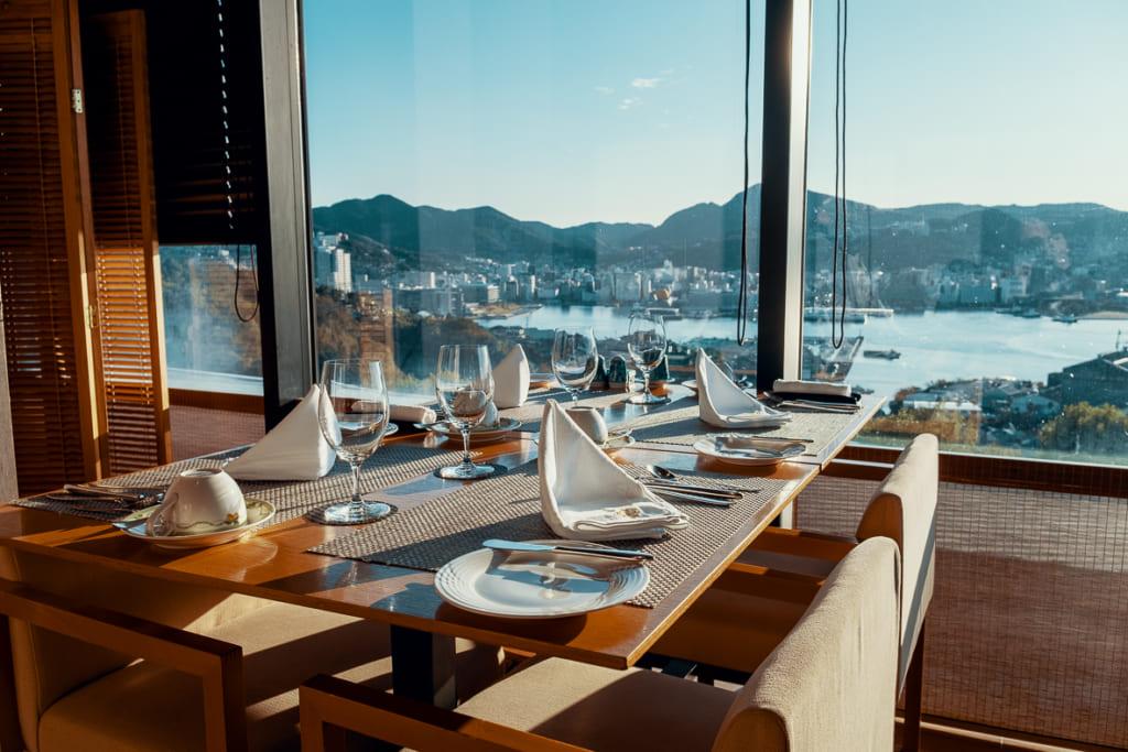 Petit déjeuner à la carte avec vue sur la baie de Nagasaki