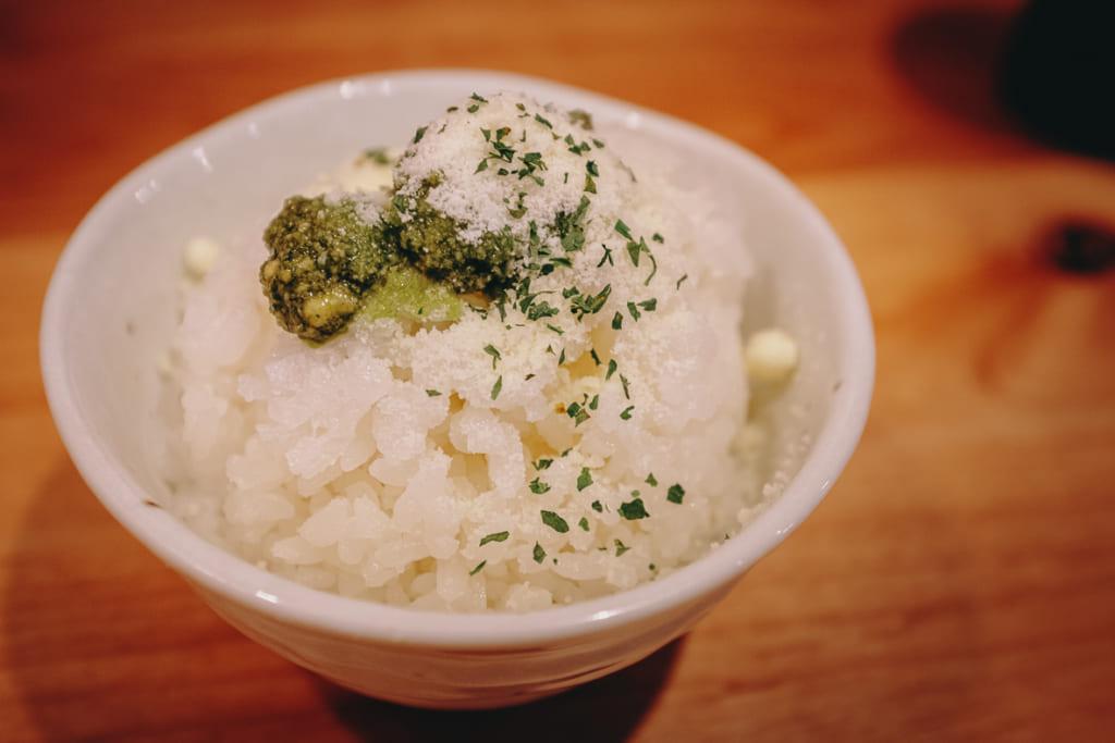 Bol de riz en supplément à ajouter au bouillon une fois les nouilles terminées