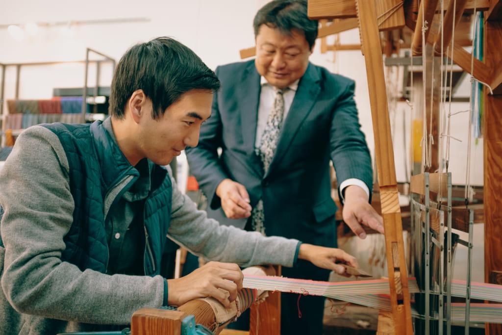 Essayer les techniques traditionnelles du tissage de Fukuoka