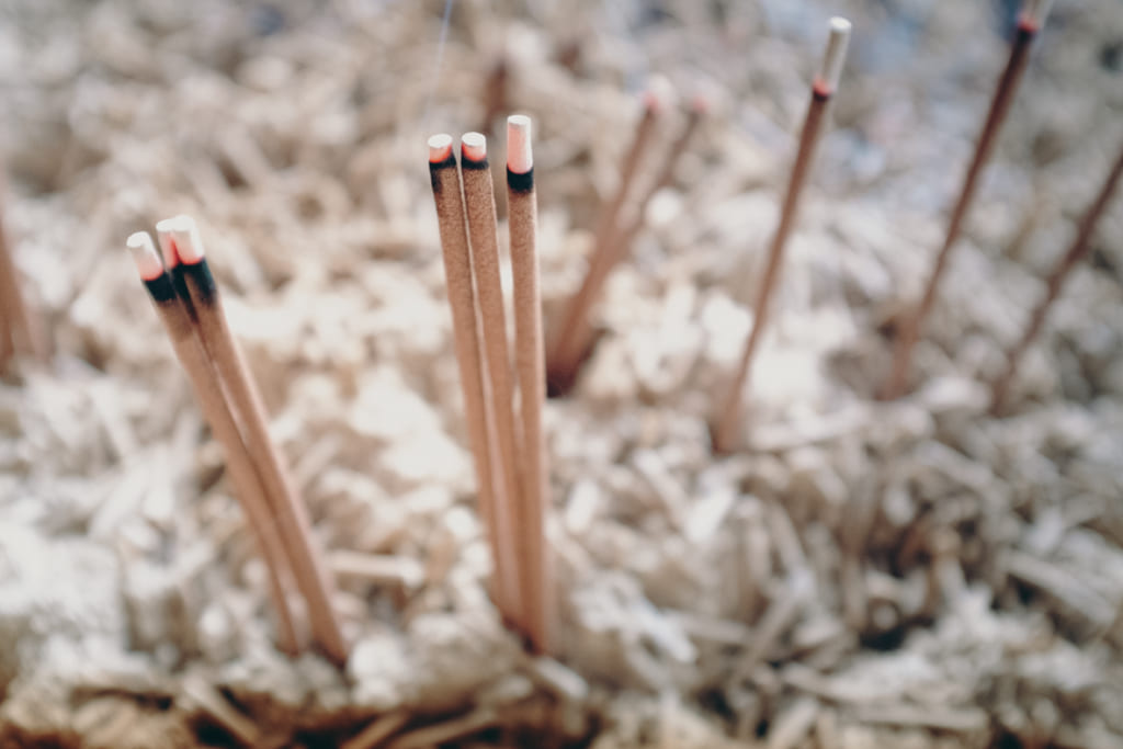 bâtons d'encens dans le temple Tochoji