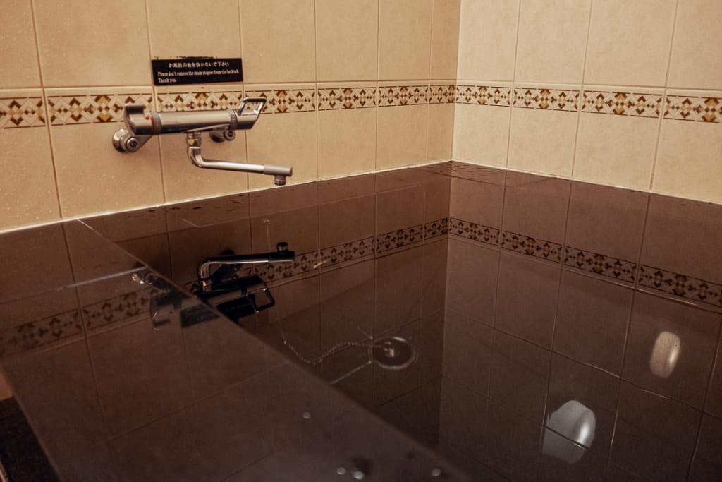 bain à disposition des clients du ryokan nishi-tei
