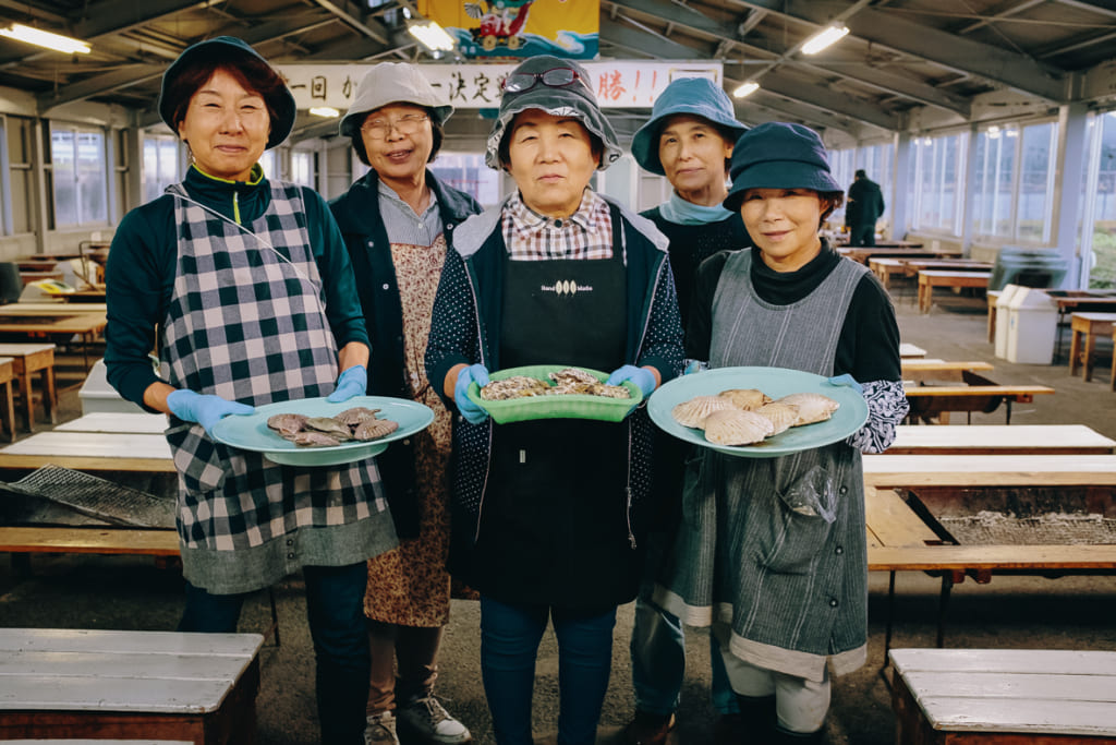 Les femmes qui tennent le restaurant associatif Karatomari Ebisu