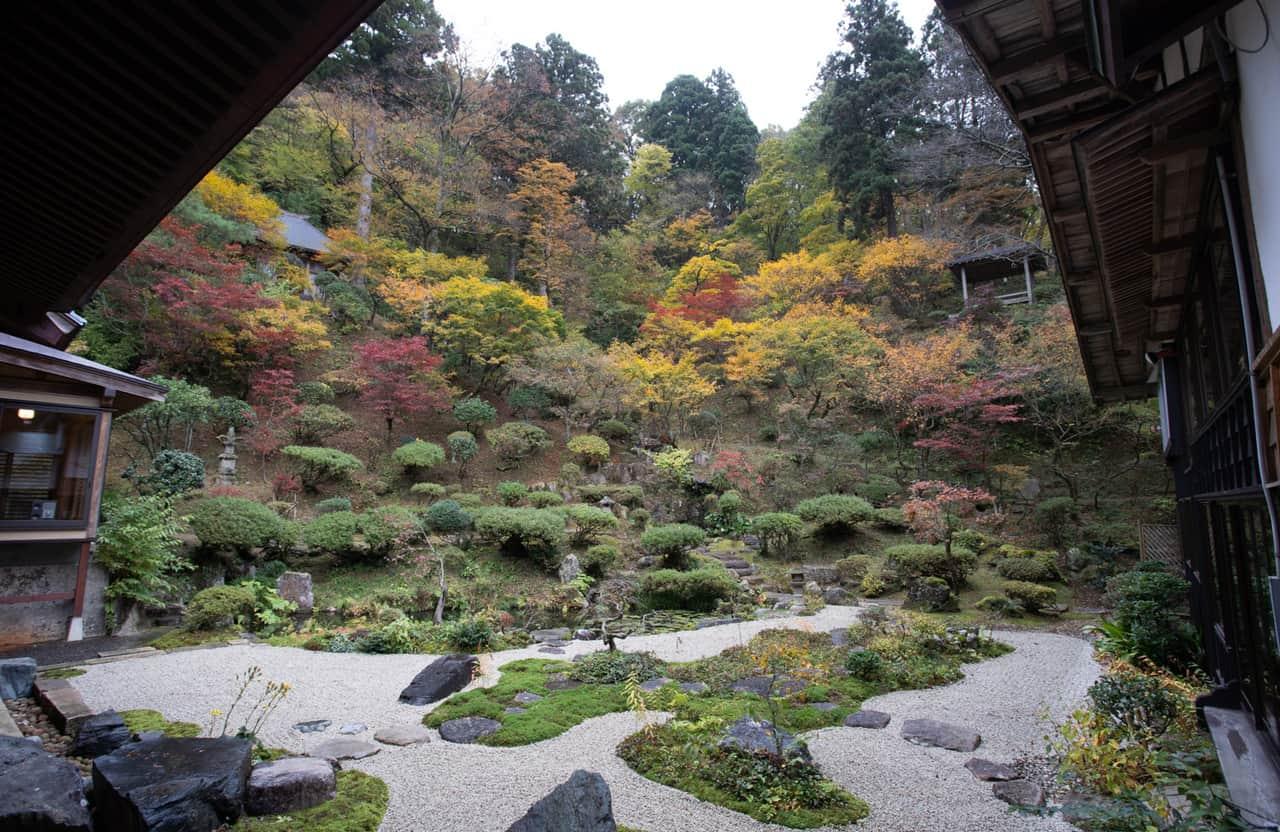 La beauté de l'automne japonais dans la ville de Murakami