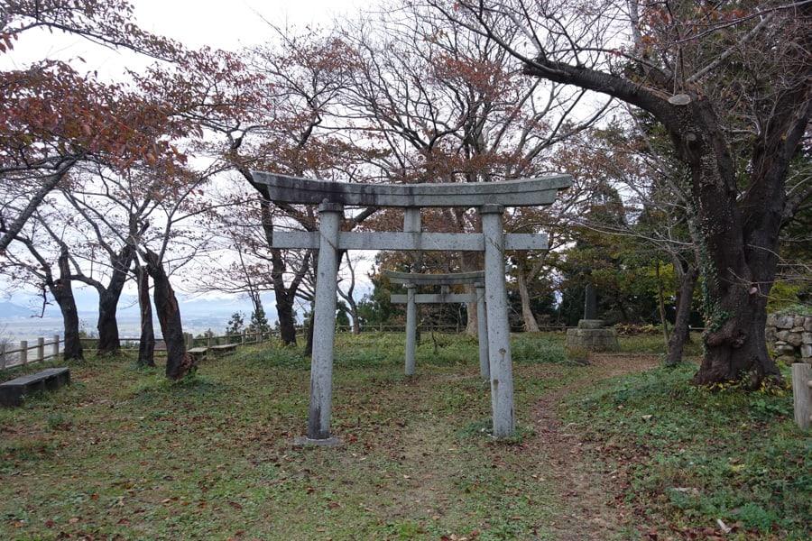 Au sommet des ruines du château de Murakami
