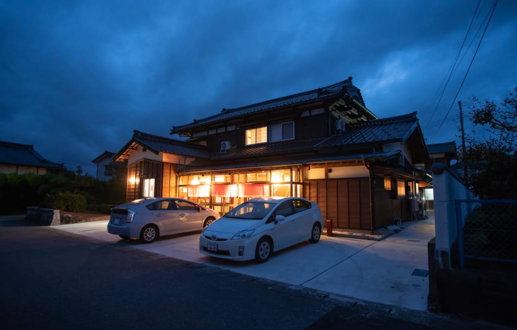 L'auberge Iromusubi de nuit