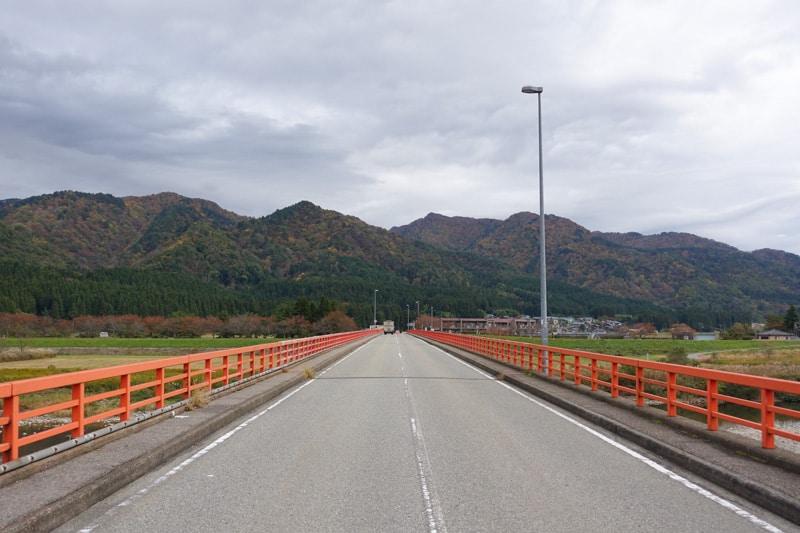 Le pont Maruyama Ohashi qui mène à Sekikawa