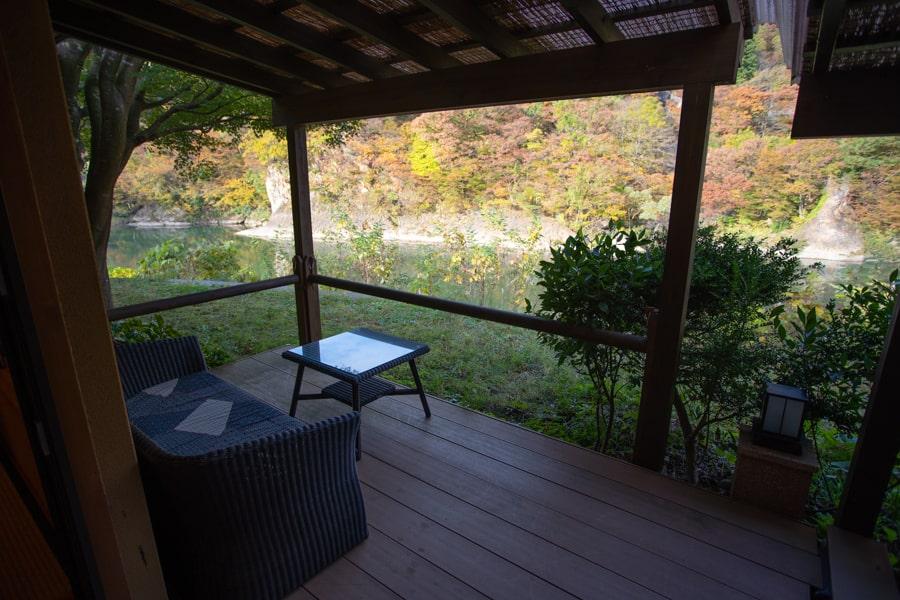 La terrasse de ma chambre au Takanosu Onsen