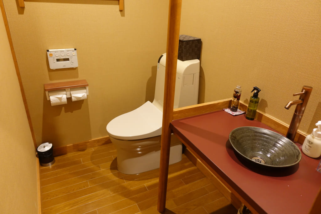 Toilettes occidentales des hébergements de Takanosu Onsen