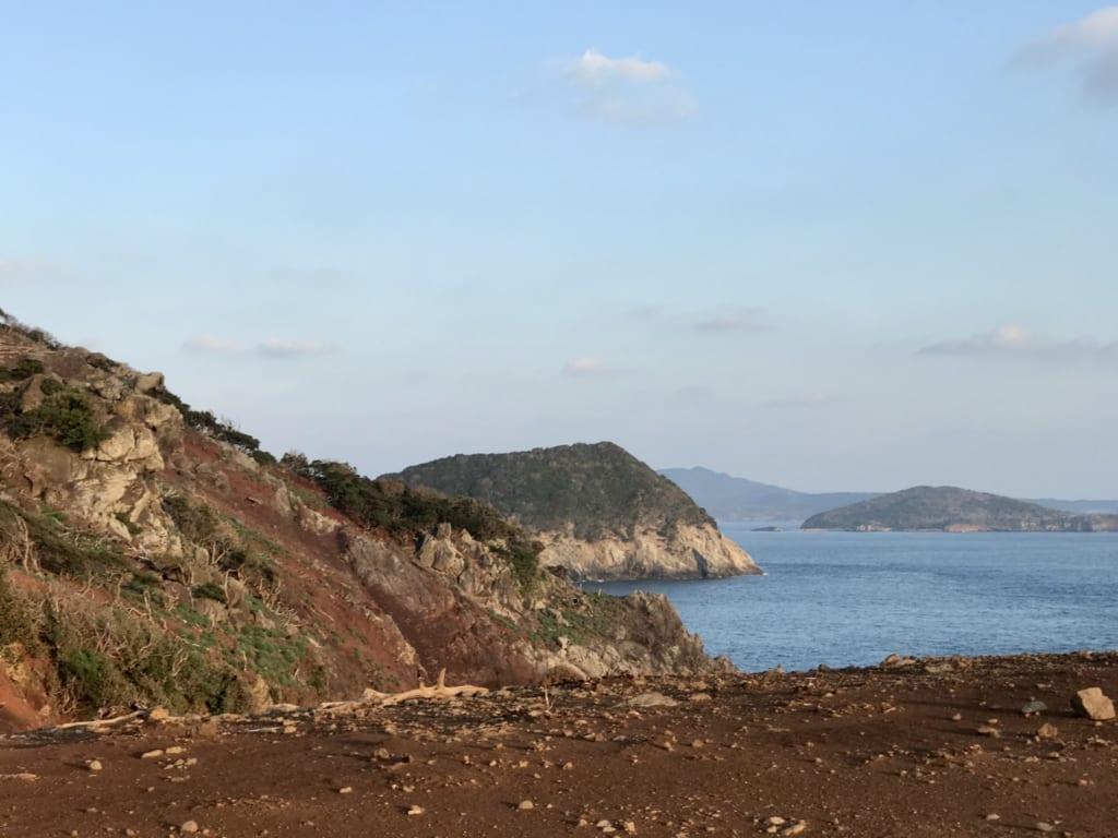 Les côtes sauvages de l'île abandonnée de Nozaki