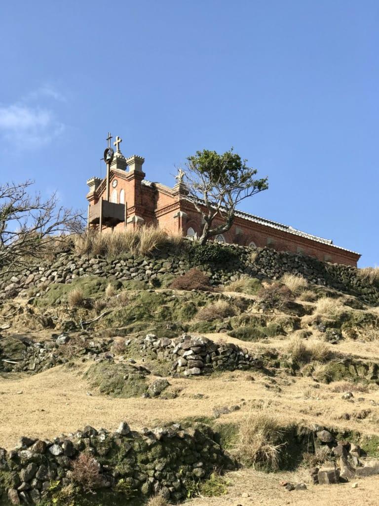 Vue éloignée de l'église nokubi, sur une île abandonnée : nozakijima