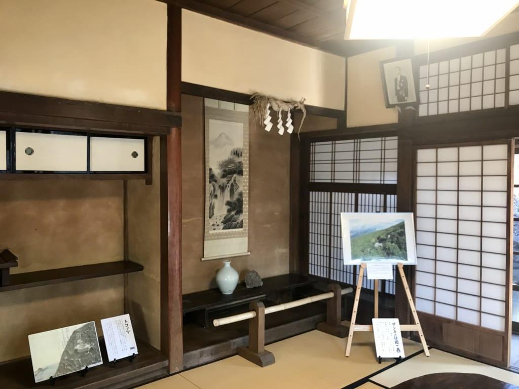 salon maison prêtre île abandonnée nozakijima