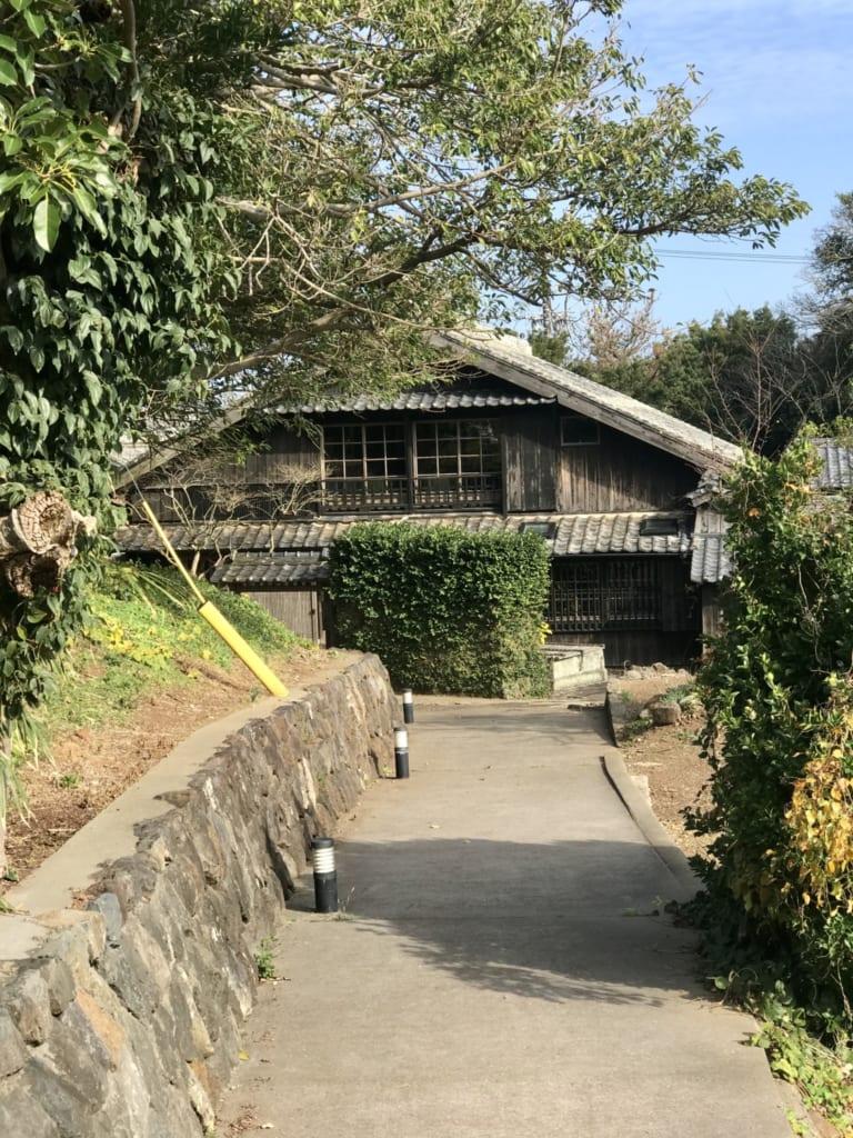 maison japonaise traditionnelle dans laquelle se trouve le restaurant fujimatsu ojika
