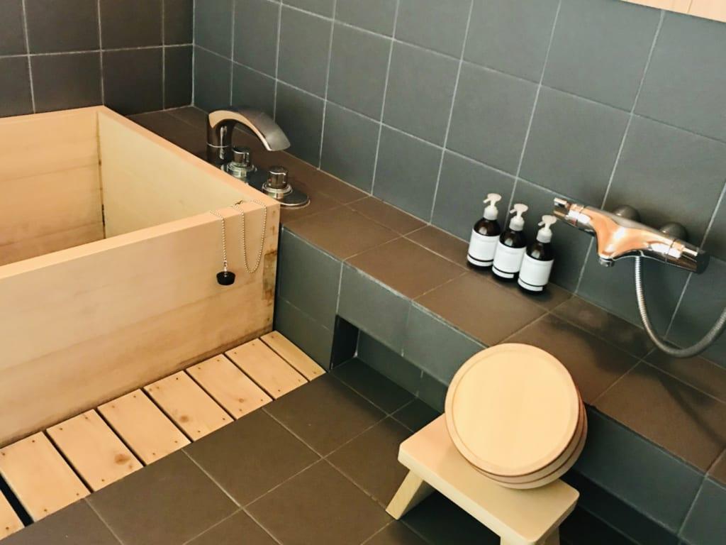 salle de bain d'une maison japonaise traditionnelle