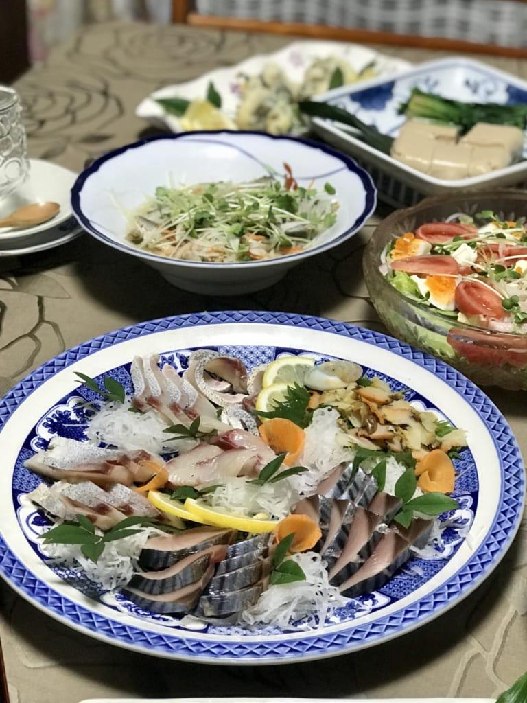 Sashimis de poisson préparés par la famille japonaise qui m'accueille