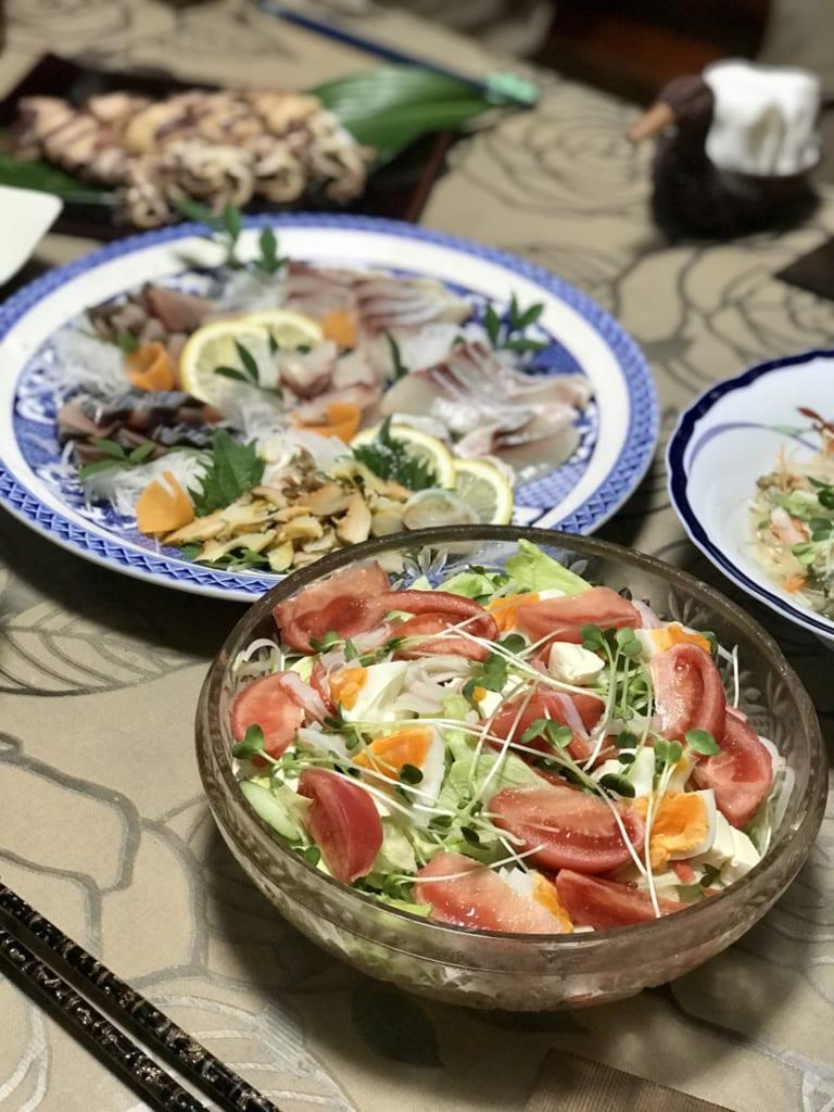 Salade préparée avec soin pour le dîner