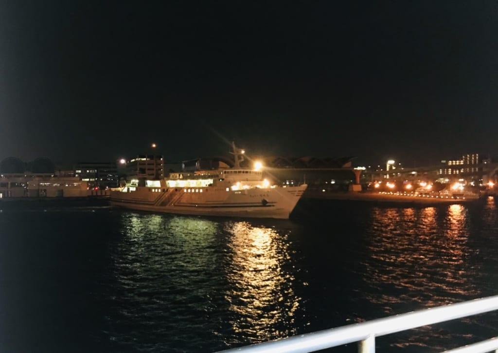 le bateau qui me mène à l'île ojika