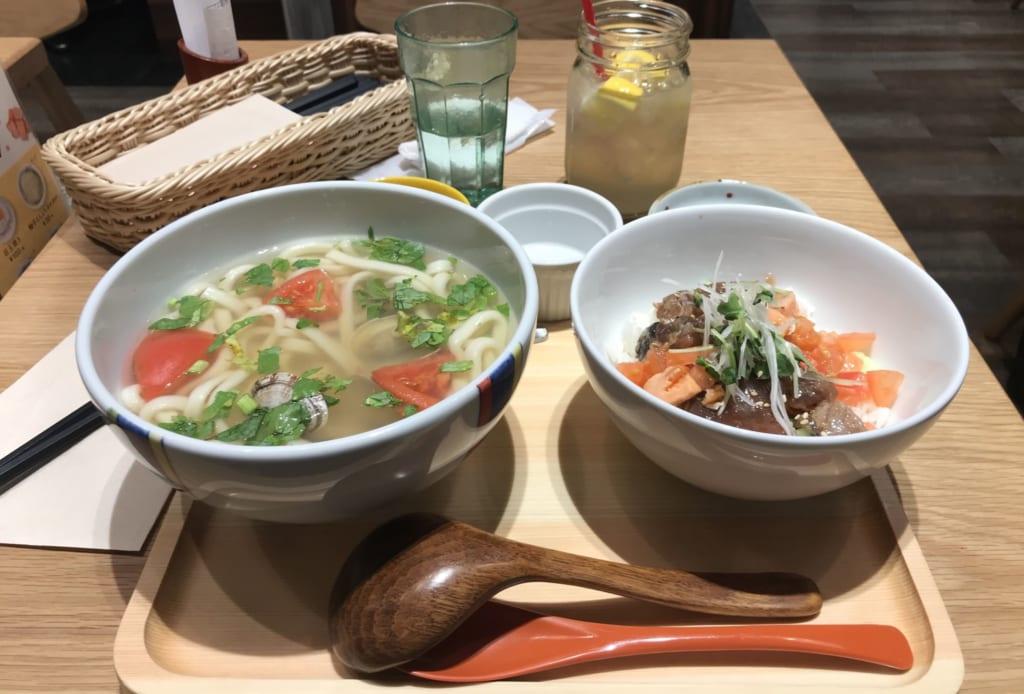 Repas à bord du bâteau menant à l'île ojika