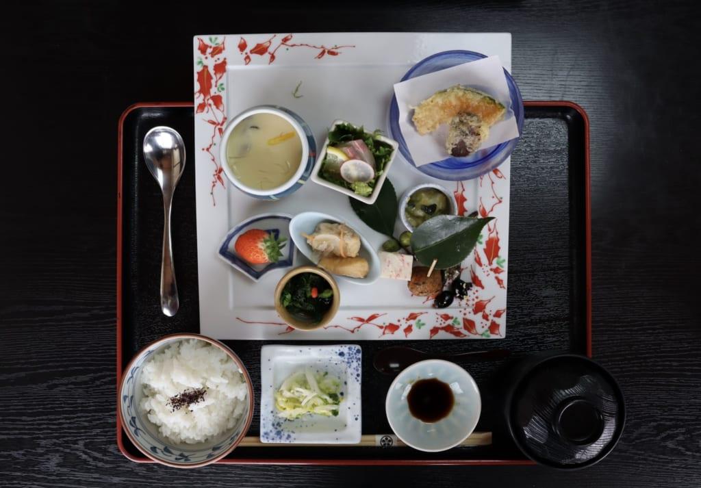 déjeuner japonais kaiseki à Yonago