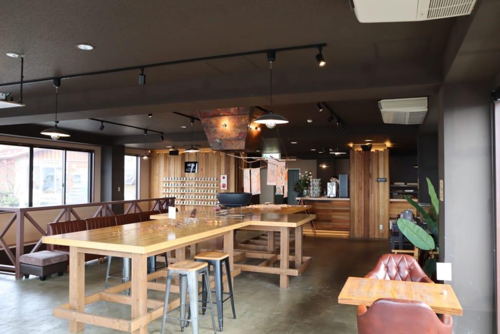 salle à manger du café Komorebito Sunset Café
