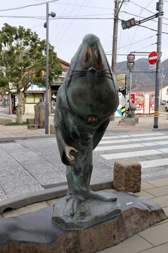 statue d'un autre curieux yokai japonais à Tottori