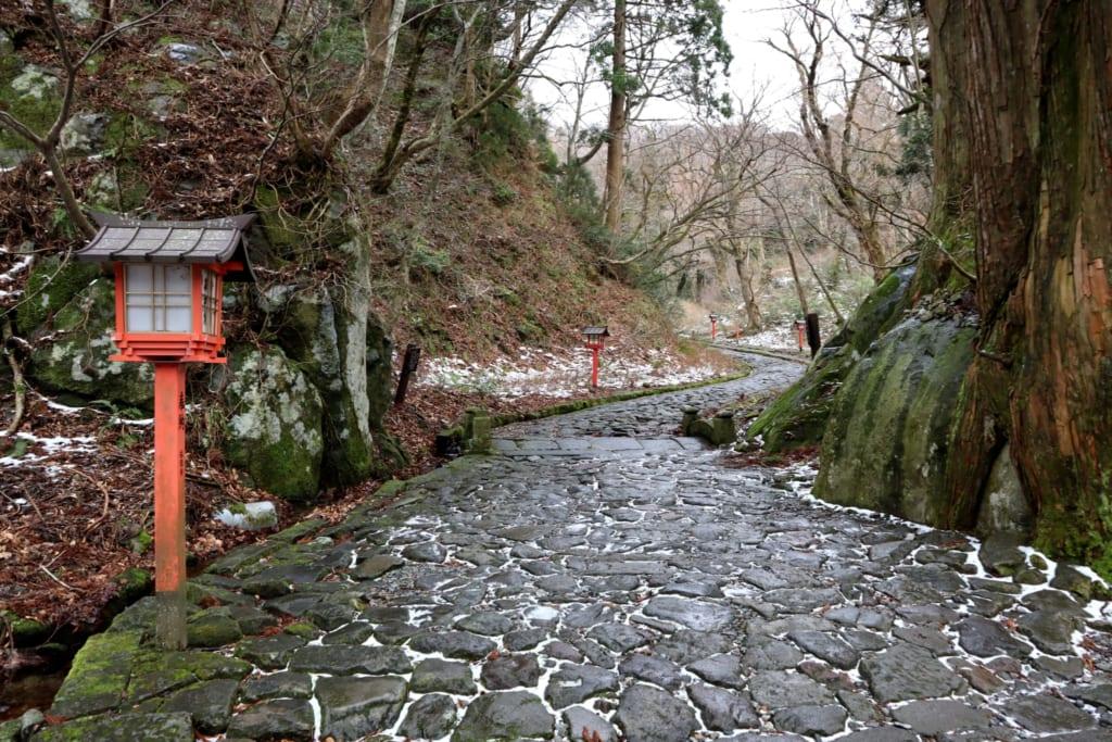 Chemin menant au sanctuaire Ogamiyama