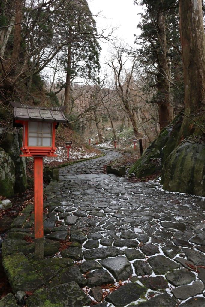 sentier menant au sanctuaire Ogayama