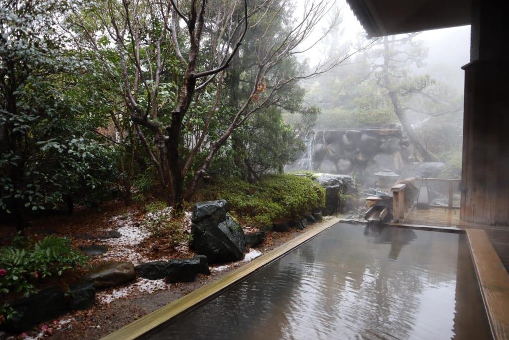 Bain onsen du ryokan misasakan
