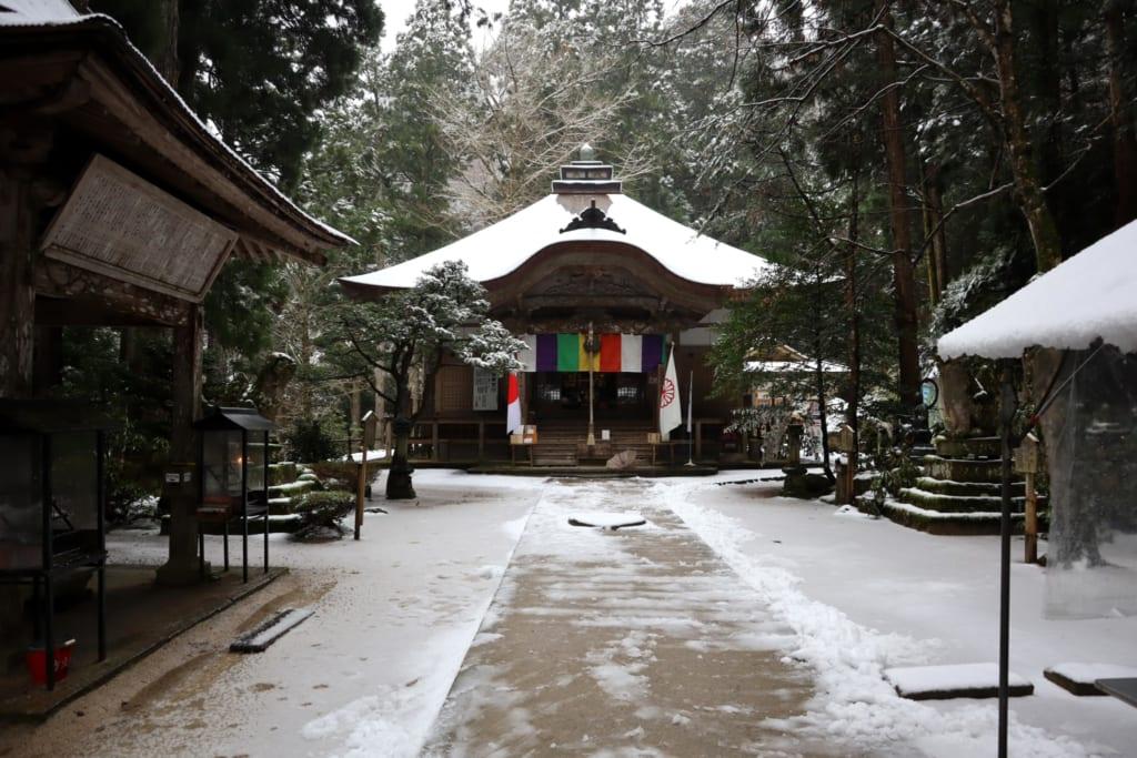 Le temple mageiredo sous la neige