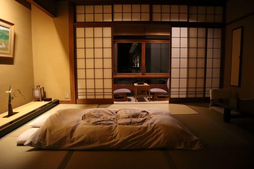 chambre d'un ryokan à kinosaki onsen