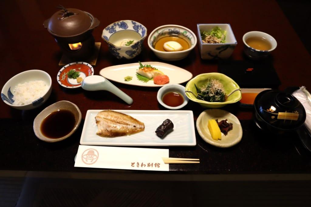 les nombreux petits plats du ryokan à kinosaki onsen