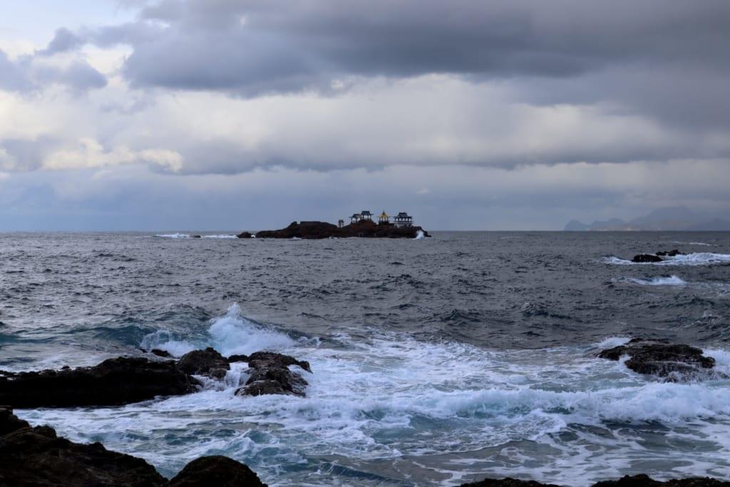 petite île dans la mer du japon à proximité de kinosaki onsen