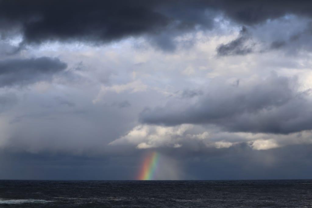 arc-en-ciel sur la mer du japon à proximité de kinosaki onsen