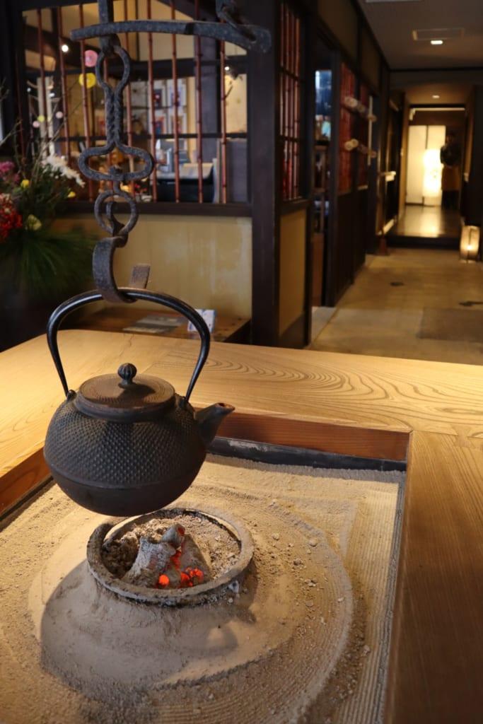 thé entrain de chauffer à l'auberge taikyokuro Agura